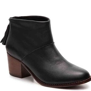 NWT Black Leather Tom's Leila Booties in 6